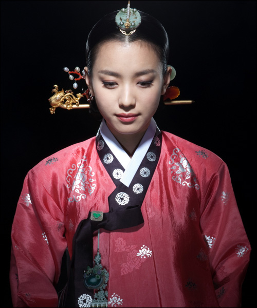 """Yi Geum: 10.04.13 """"Dong Yi"""" Takes Over """"Rich"""""""