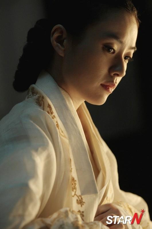 Han Hyo Joo Queen Han Hyo Joo Becomes an Elegant
