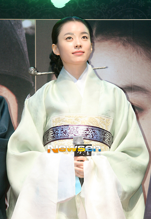 Han Hyo Joo Queen And Han Hyo Joo Took Place