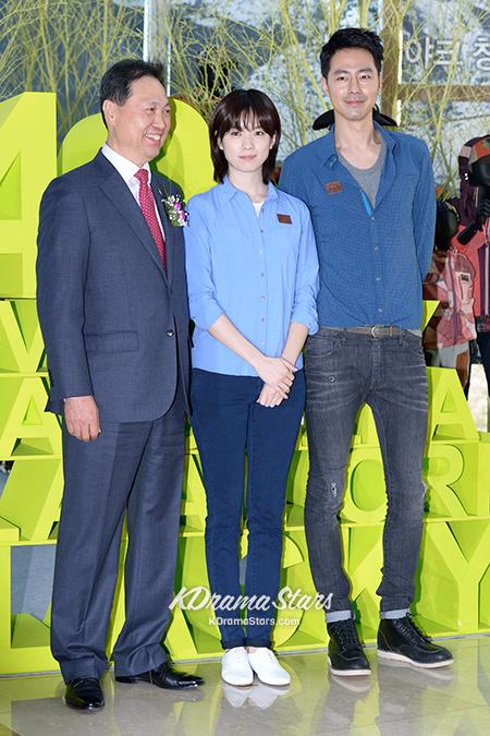 jo-in-sung-and-han-hyo-joo-blackyak-40th-anniversary-event (13)