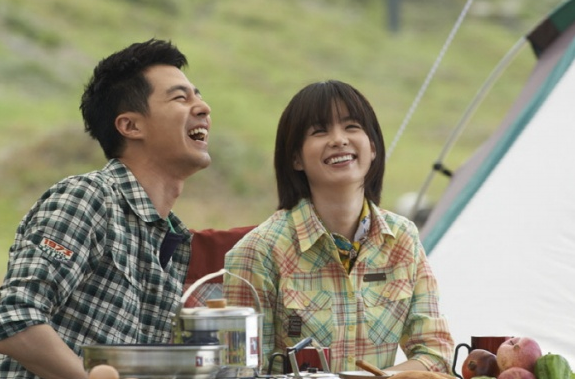 NEWS] Jo In Sung And Han Hyo Joo Go Camping for Latest CF
