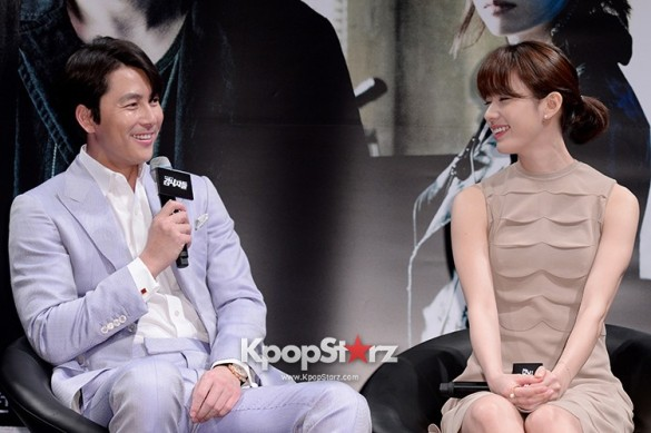 76599-jung-woo-sung-attends-as-a-leading-actors-kmovie-cold-eyes-press-confe
