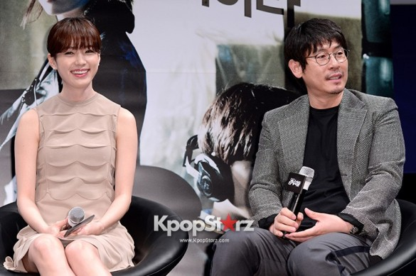 76607-han-hyo-joo-attends-as-a-leading-actors-kmovie-cold-eyes-press-confere
