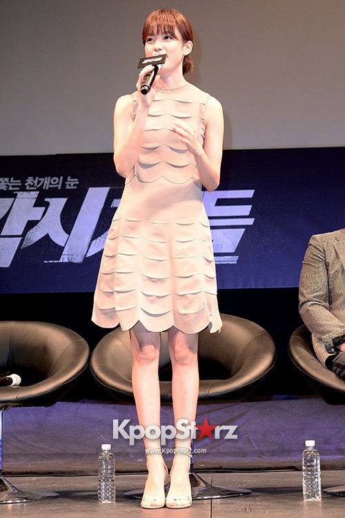 76609-han-hyo-joo-attends-as-a-leading-actors-kmovie-cold-eyes-press-confere