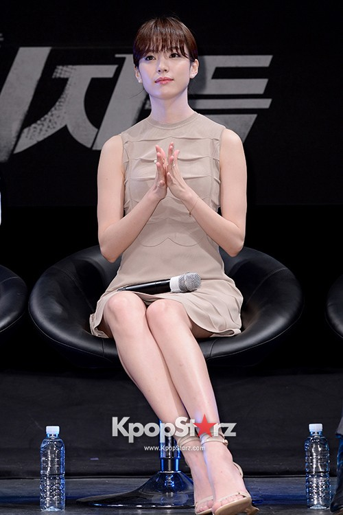 76610-han-hyo-joo-attends-as-a-leading-actors-kmovie-cold-eyes-press-confere
