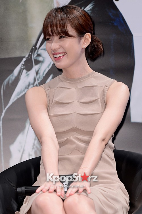 76612-han-hyo-joo-attends-as-a-leading-actors-kmovie-cold-eyes-press-confere