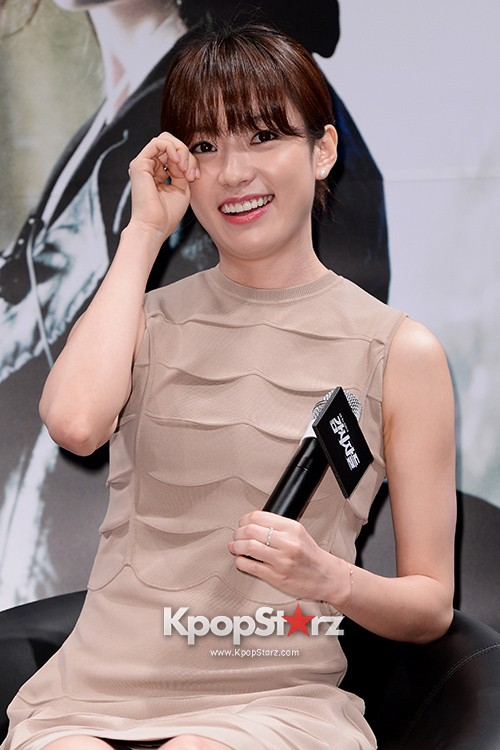 76614-han-hyo-joo-attends-as-a-leading-actors-kmovie-cold-eyes-press-confere