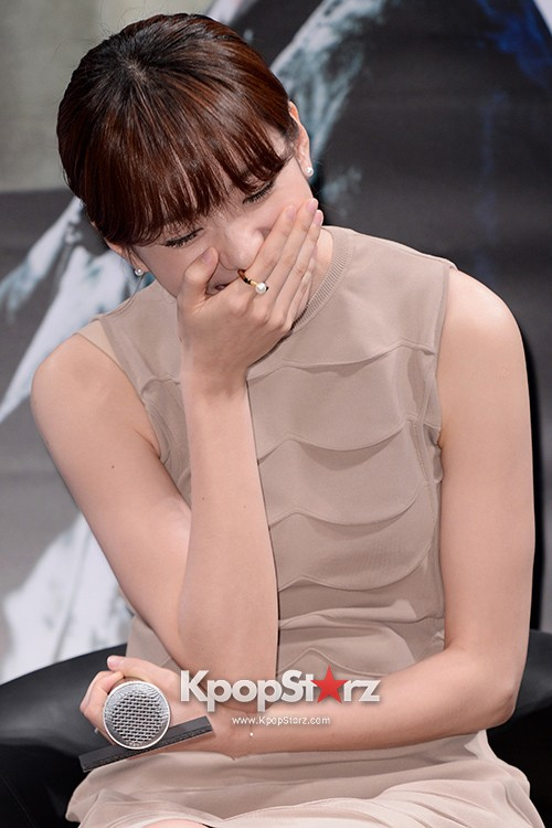 76615-han-hyo-joo-attends-as-a-leading-actors-kmovie-cold-eyes-press-confere