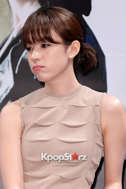 76616-han-hyo-joo-attends-as-a-leading-actors-kmovie-cold-eyes-press-confere