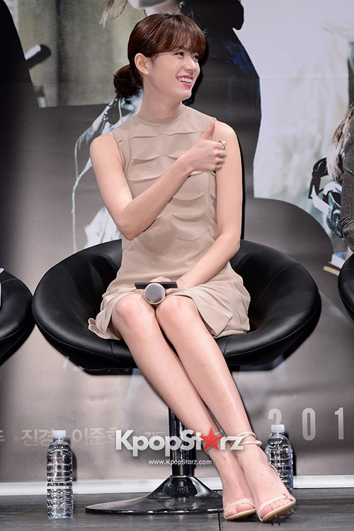 76618-han-hyo-joo-attends-as-a-leading-actors-kmovie-cold-eyes-press-confere