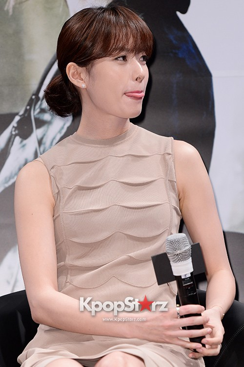 76619-han-hyo-joo-attends-as-a-leading-actors-kmovie-cold-eyes-press-confere