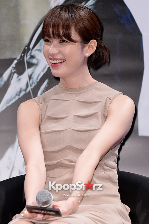 76621-han-hyo-joo-attends-as-a-leading-actors-kmovie-cold-eyes-press-confere