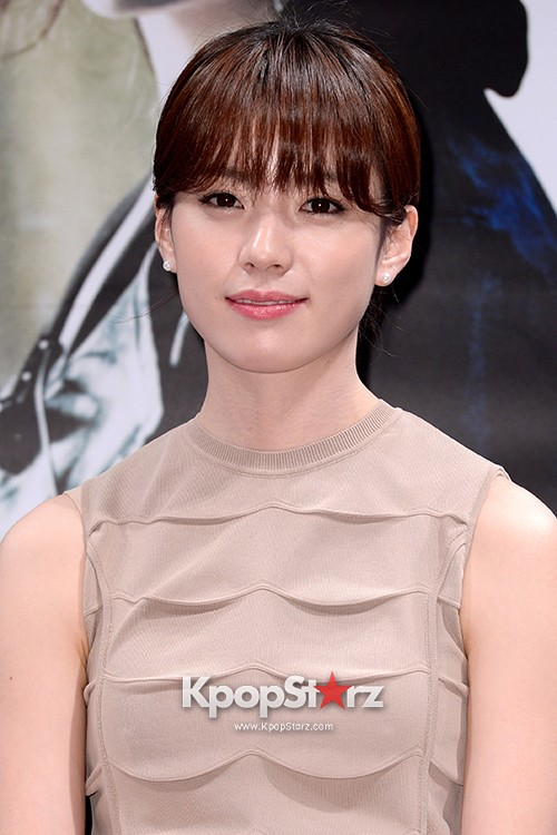 76622-han-hyo-joo-attends-as-a-leading-actors-kmovie-cold-eyes-press-confere