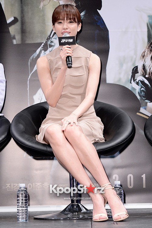 76623-han-hyo-joo-attends-as-a-leading-actors-kmovie-cold-eyes-press-confere