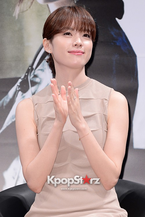 76624-han-hyo-joo-attends-as-a-leading-actors-kmovie-cold-eyes-press-confere