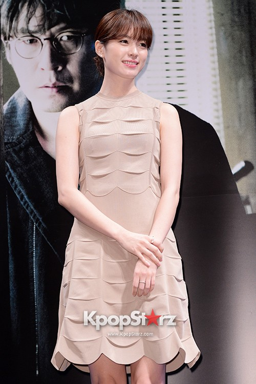76627-han-hyo-joo-attends-as-a-leading-actors-kmovie-cold-eyes-press-confere