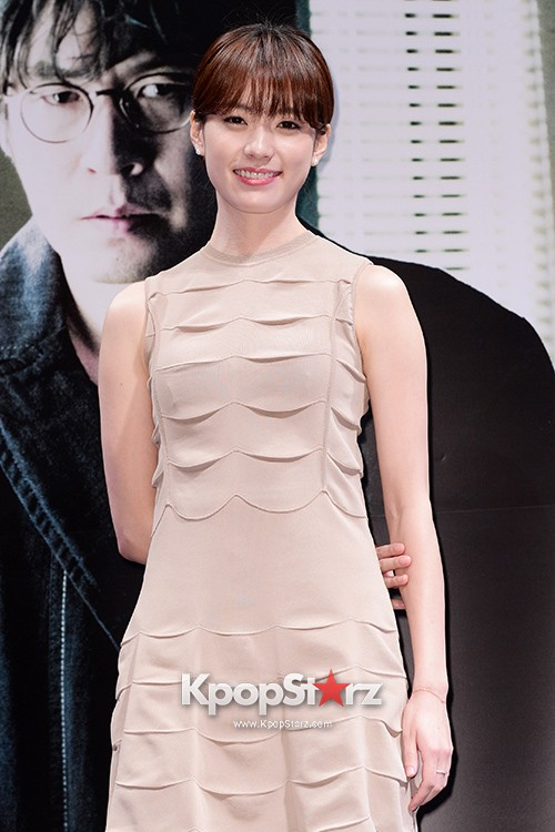76629-han-hyo-joo-attends-as-a-leading-actors-kmovie-cold-eyes-press-confere